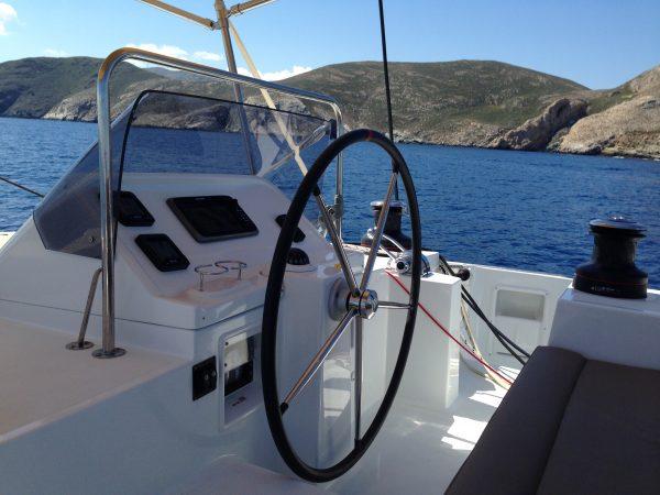 La barre du catamaran de bénéteau