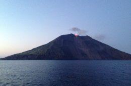 Le volcan de Stromboli en éruption