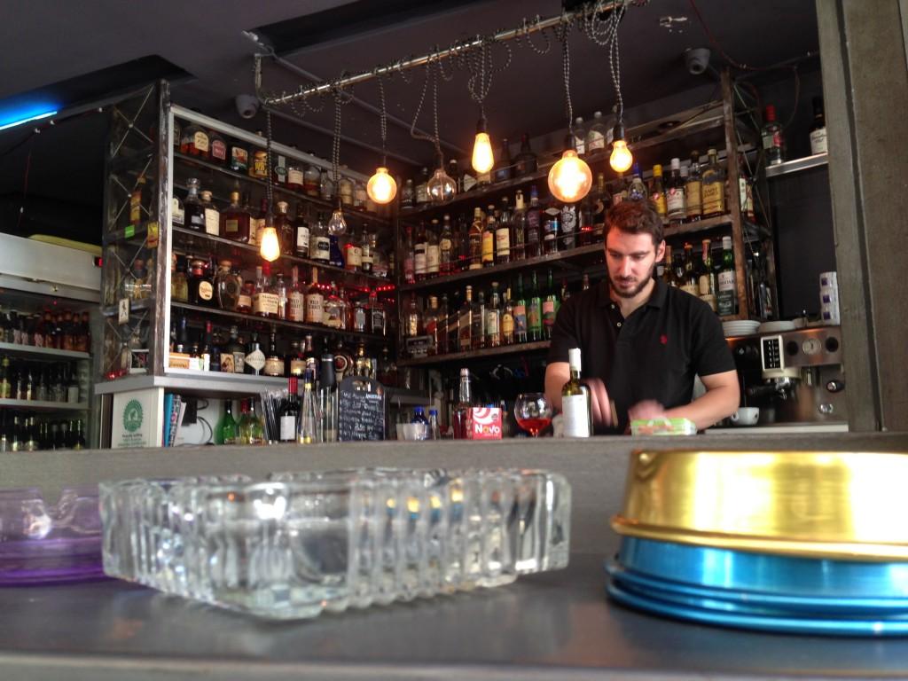 49. Un café d'Athènes, Métro Metaxourghio, un endroit parfait