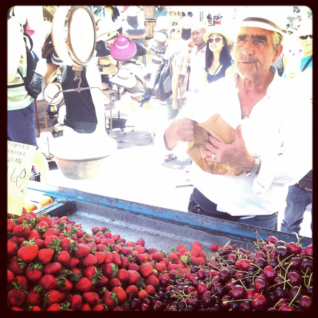46. Un vendeur de fruits et légumes à Monastiraki