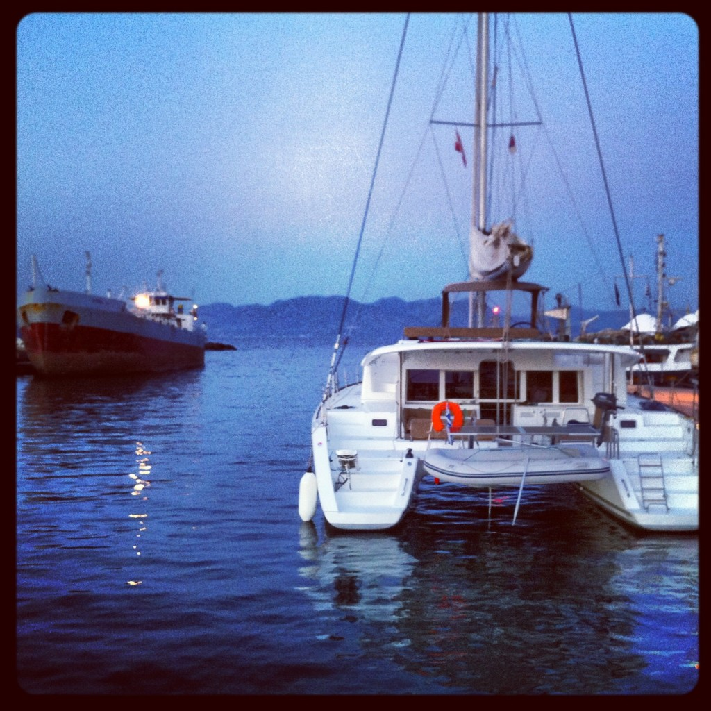 Amarré sur l'île d'Aïguina en Grèce