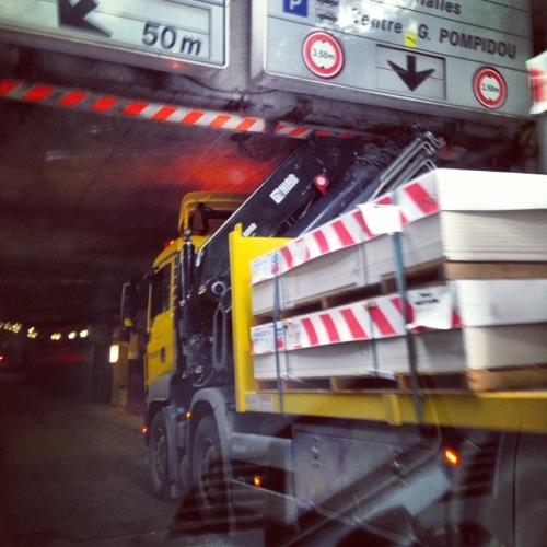Paris étrange, un camion bloqué dans un tunnel
