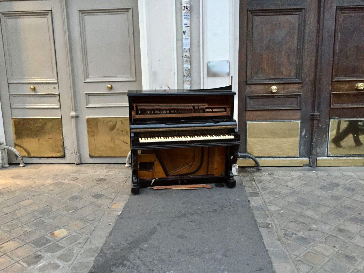 Un piano sur le boulevard Beaumarchais