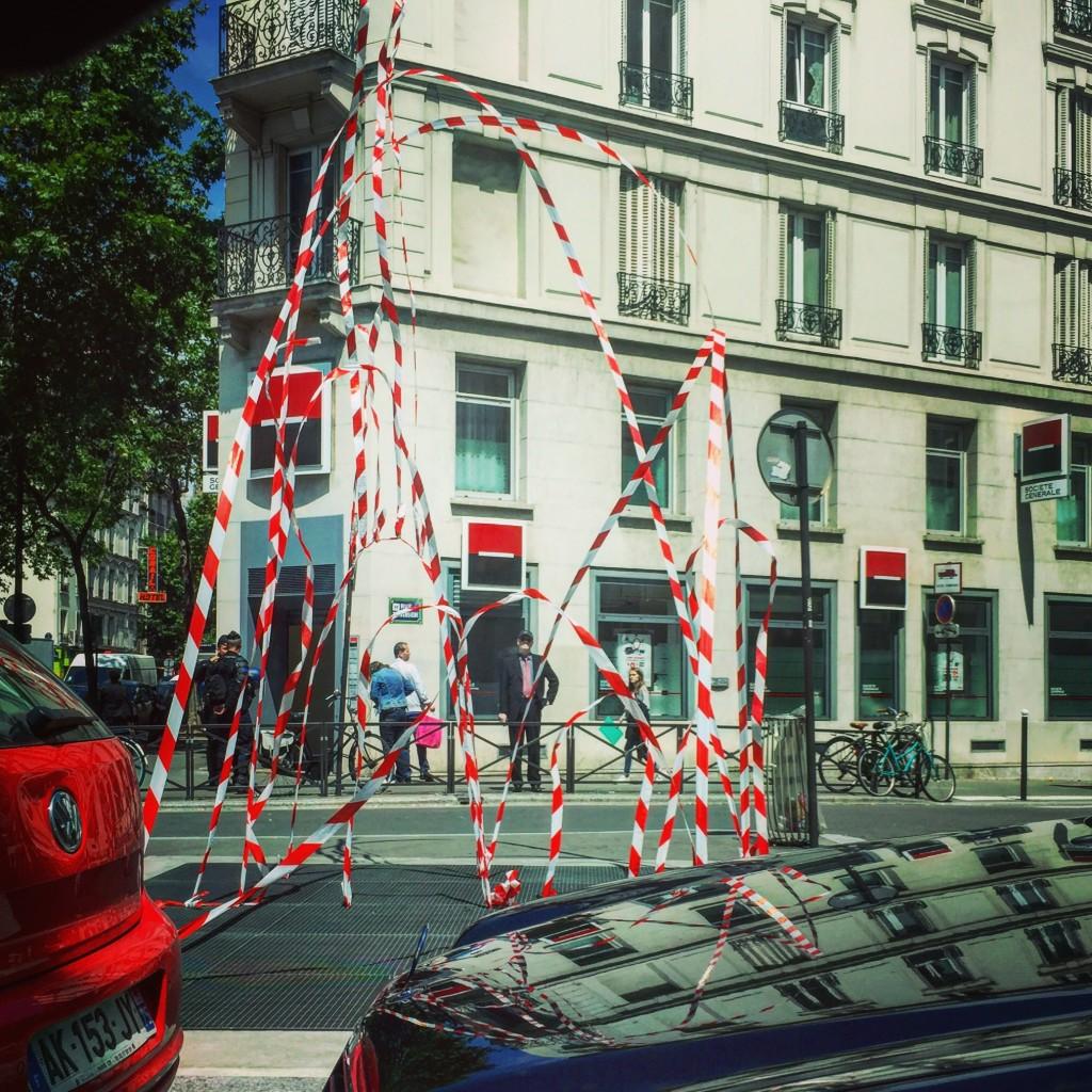 Farandole de banderoles à côté de Gare de Lyon