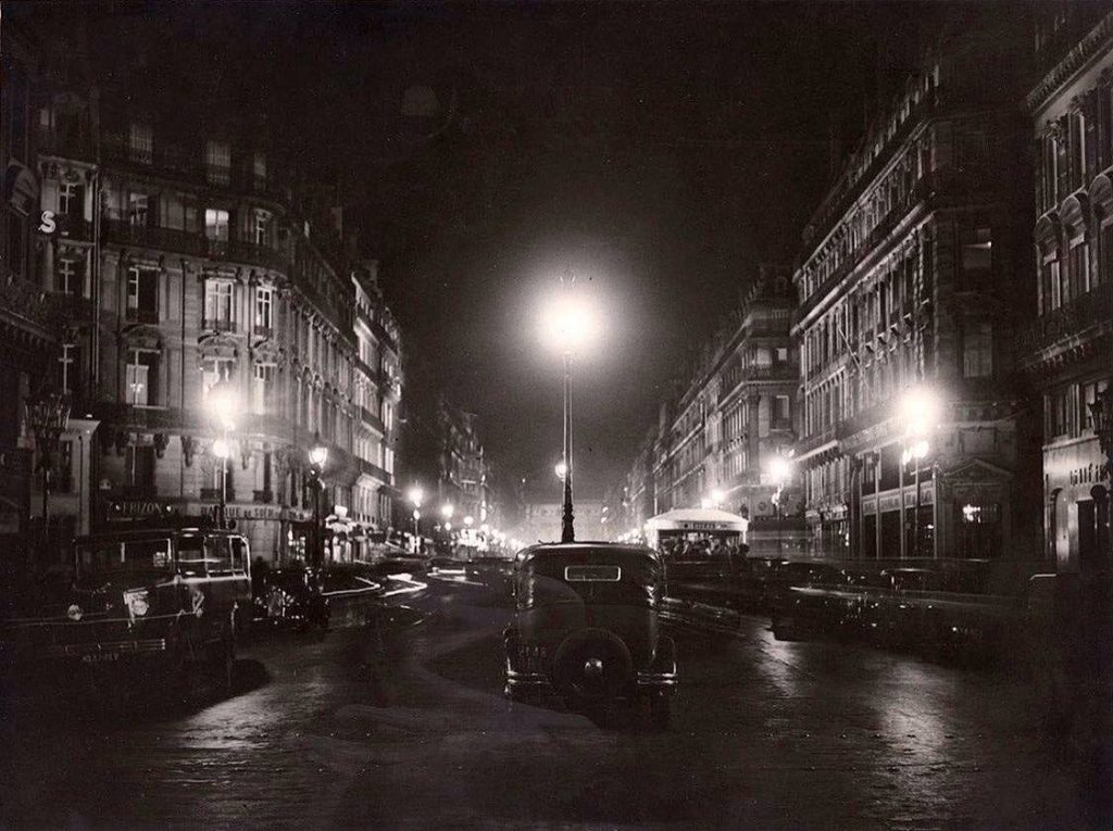 Paris la nuit pendant les années 1900