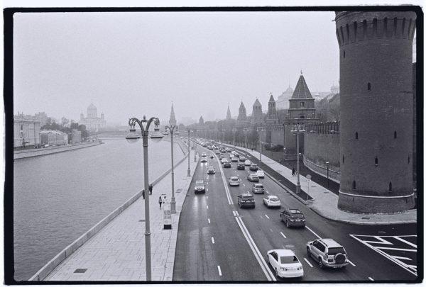 Les murs du Kremlin sur les bords de la Moskva
