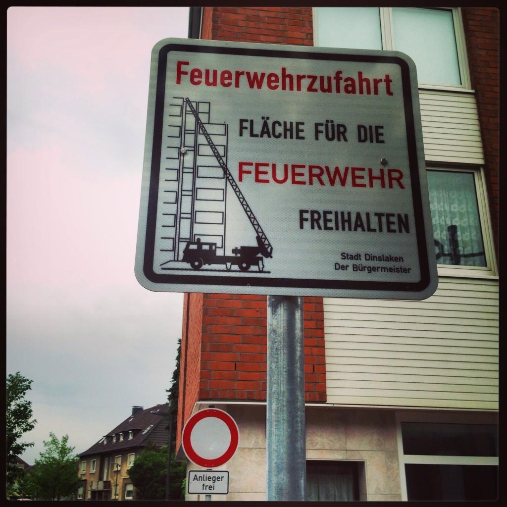 Un panneau de signalisation en Allemagne