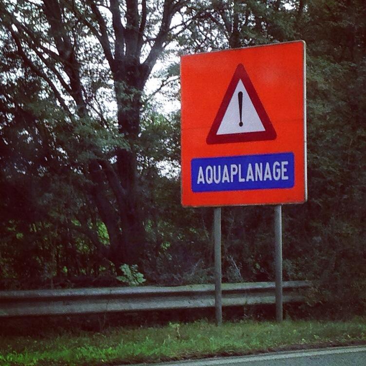 Aquaplanage un terme belge pour éviter un anglicisme!