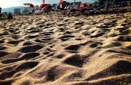 Sur la plage à Lloret del Mar, Espagne