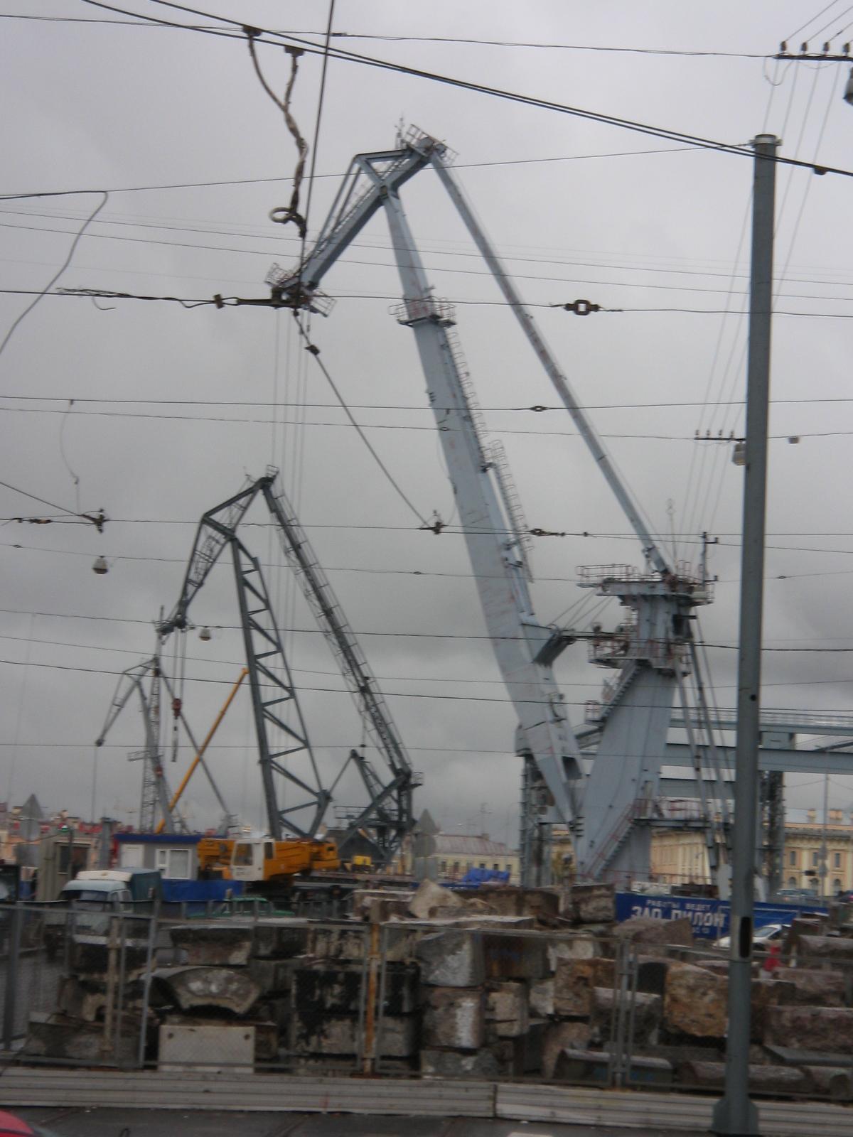 Saint-Peterbourg les grues du port