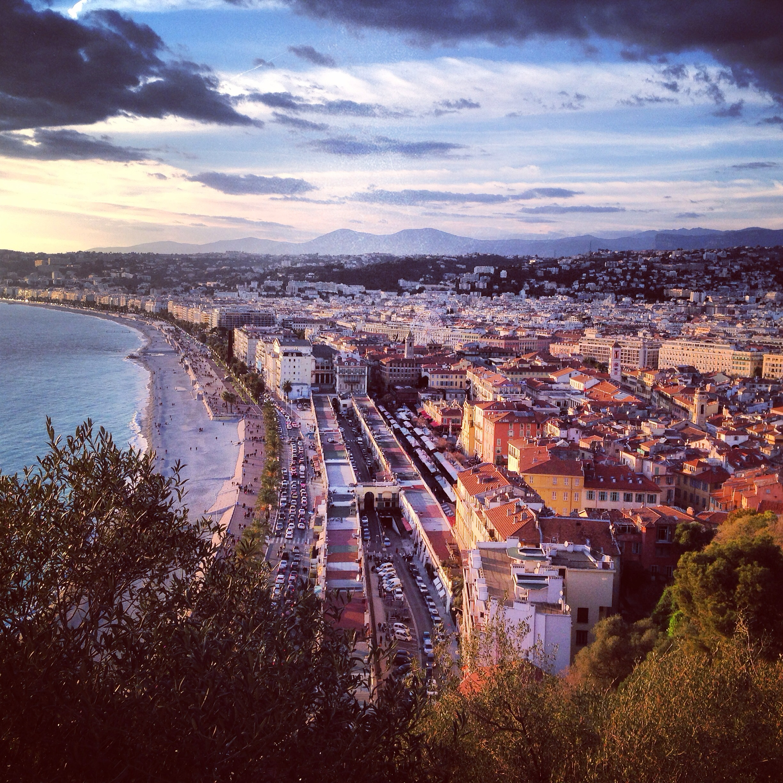 Fin de journée sur Nice et la baie des Anges