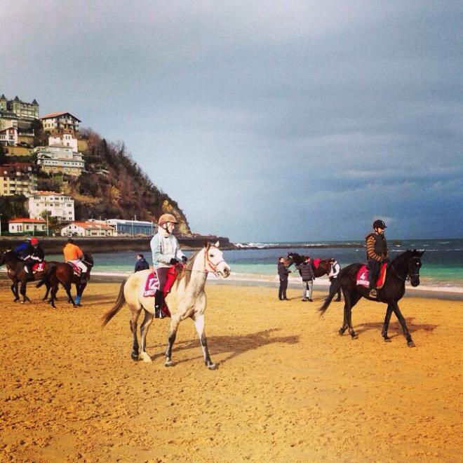 Courses de chevaux sur la plage de la Concha au mois de janvier