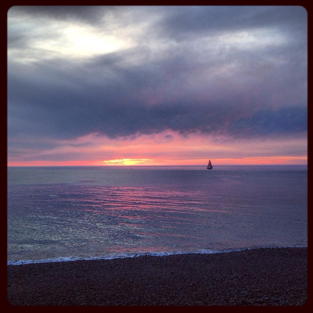 Coucher de soleil sur la mer à Etretat