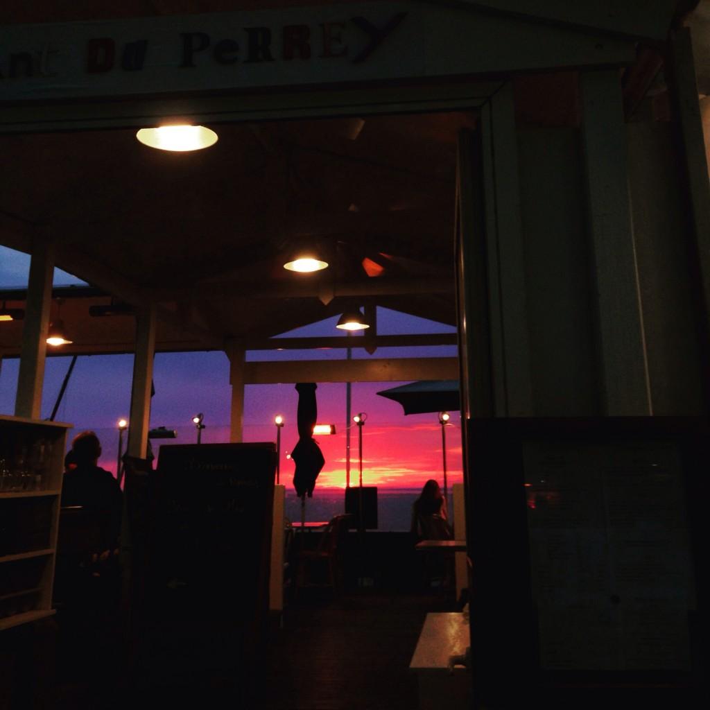 Sur la côte d'Albâtre, vue sur la mer depuis un restaurant d'Etretat