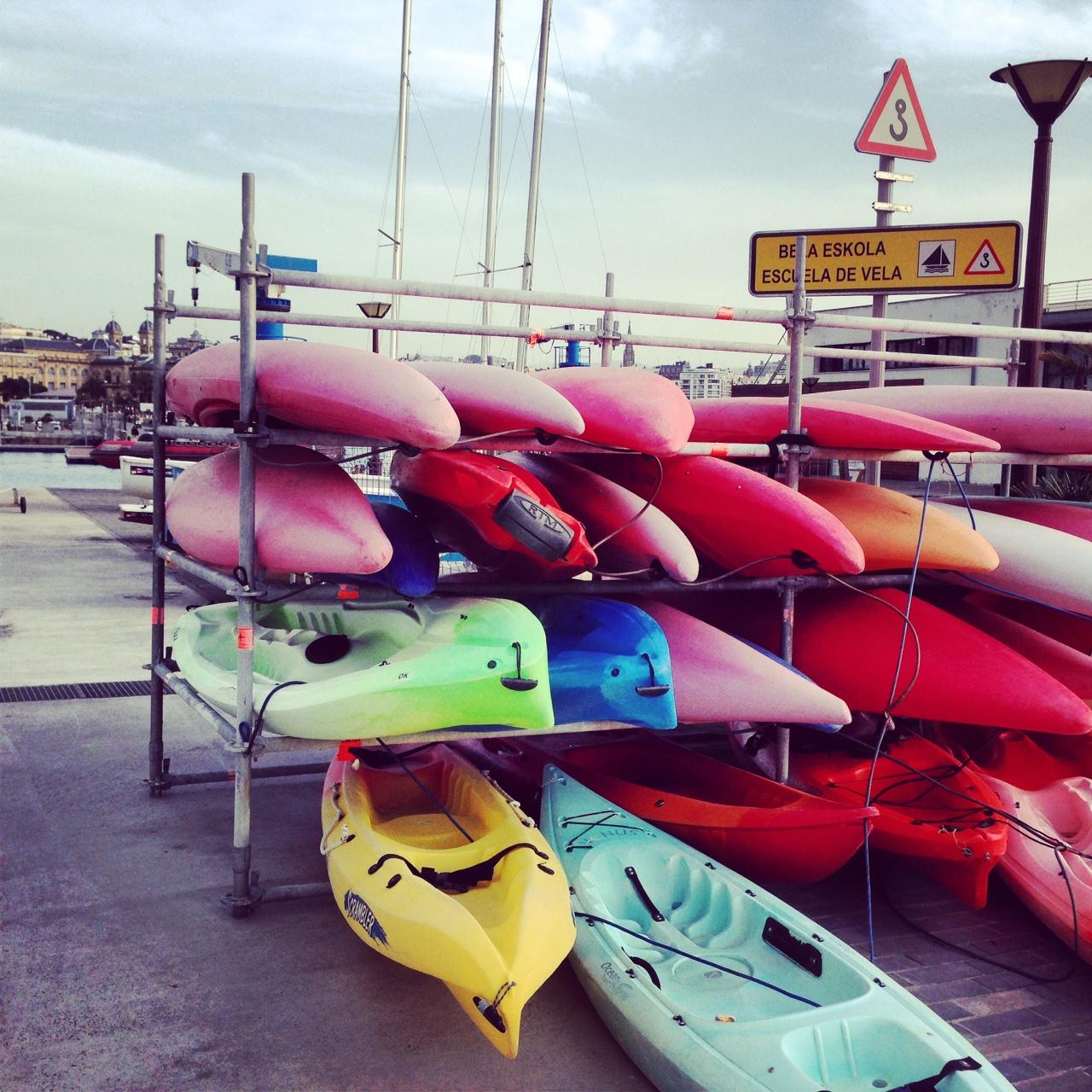 Kayak sur le port de San Sebastian