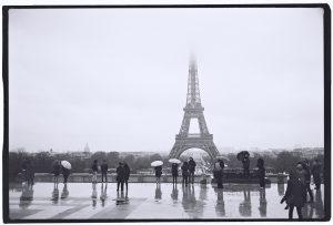 Paris et la Tour Eiffel dans la Brume