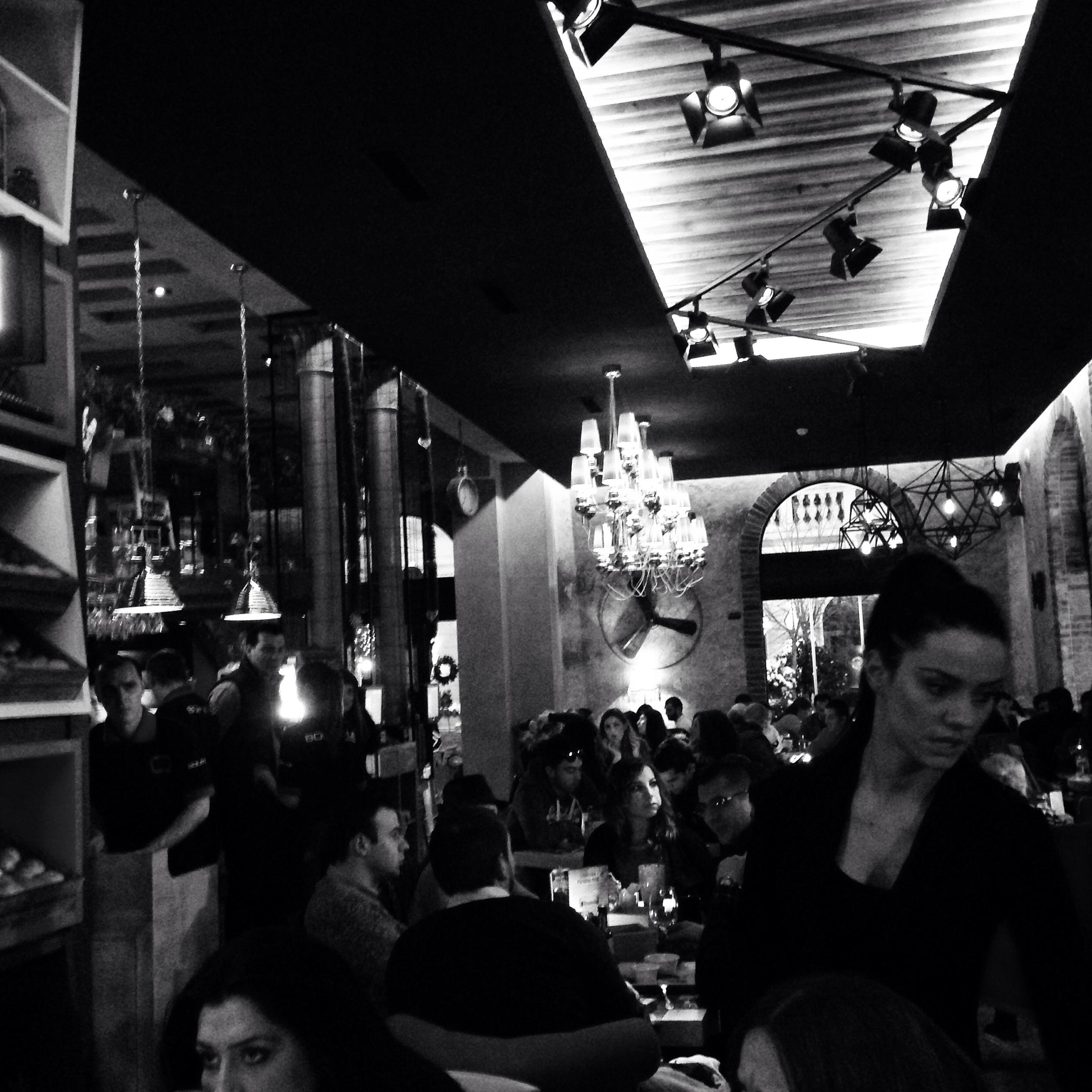 Dans un bar à Belgrade