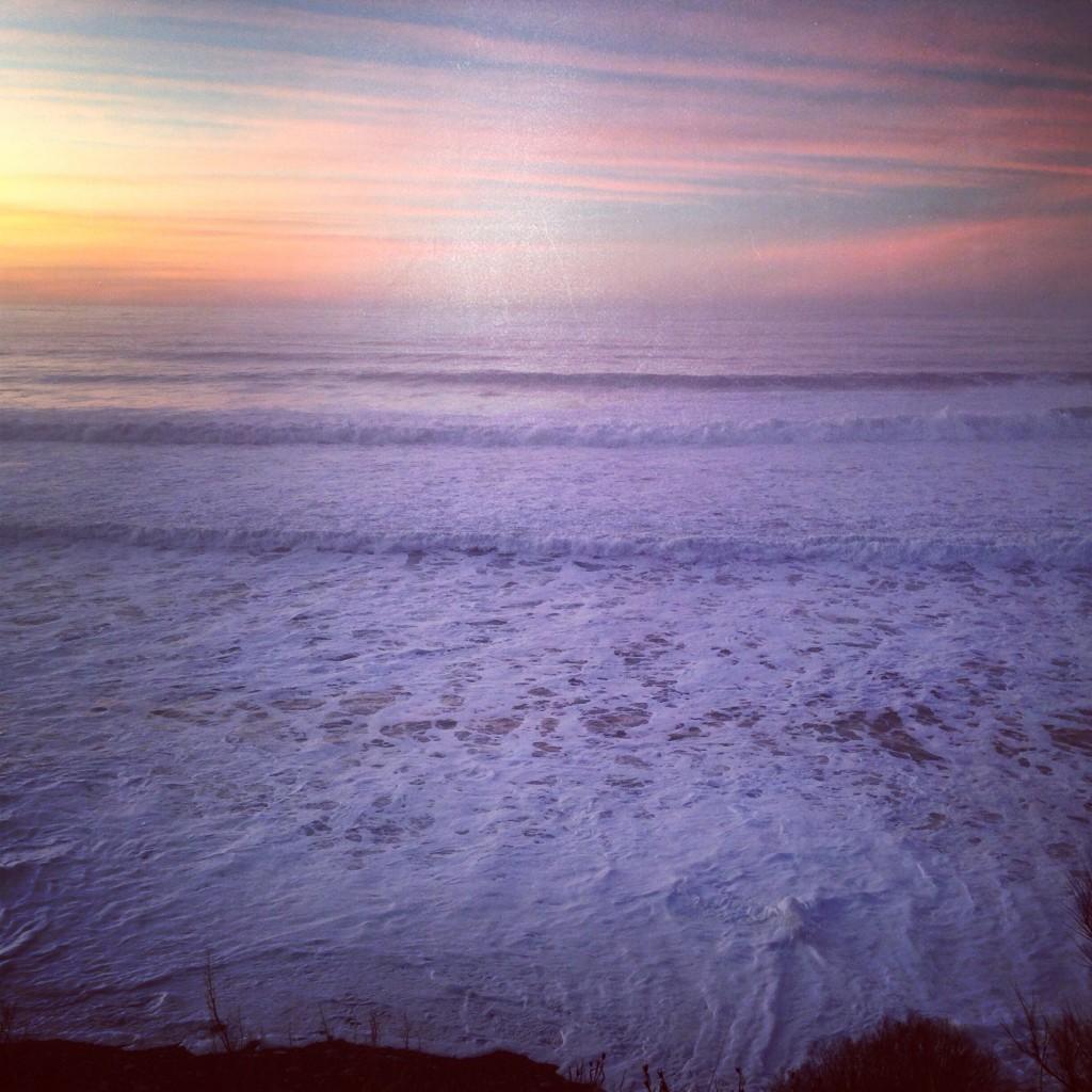 Le soleil se couche sur la mer