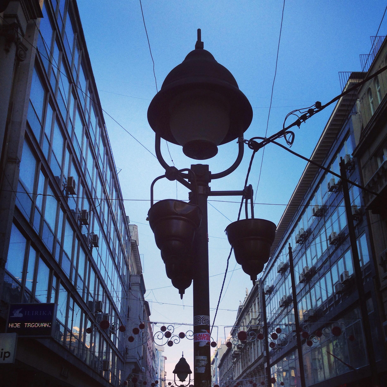 Perspective de la rue la plus commerçante de Belgrade