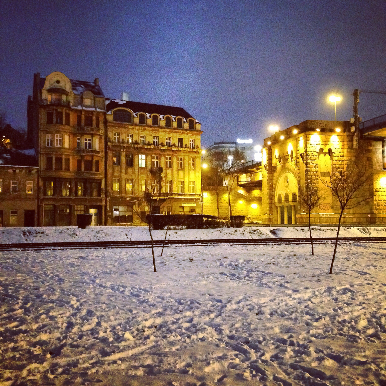 Belgrade de nuit sous la neige