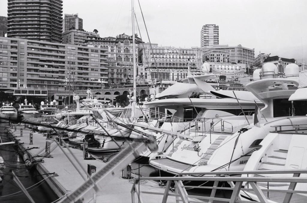 Méli mélo de bateaux à Monaco
