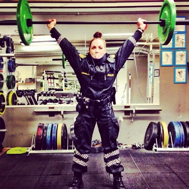 Une fille aux haltères, police islandaise