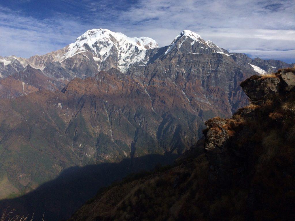 Verticalité de l'Himalaya, l'une des plus hautes montagnes du monde