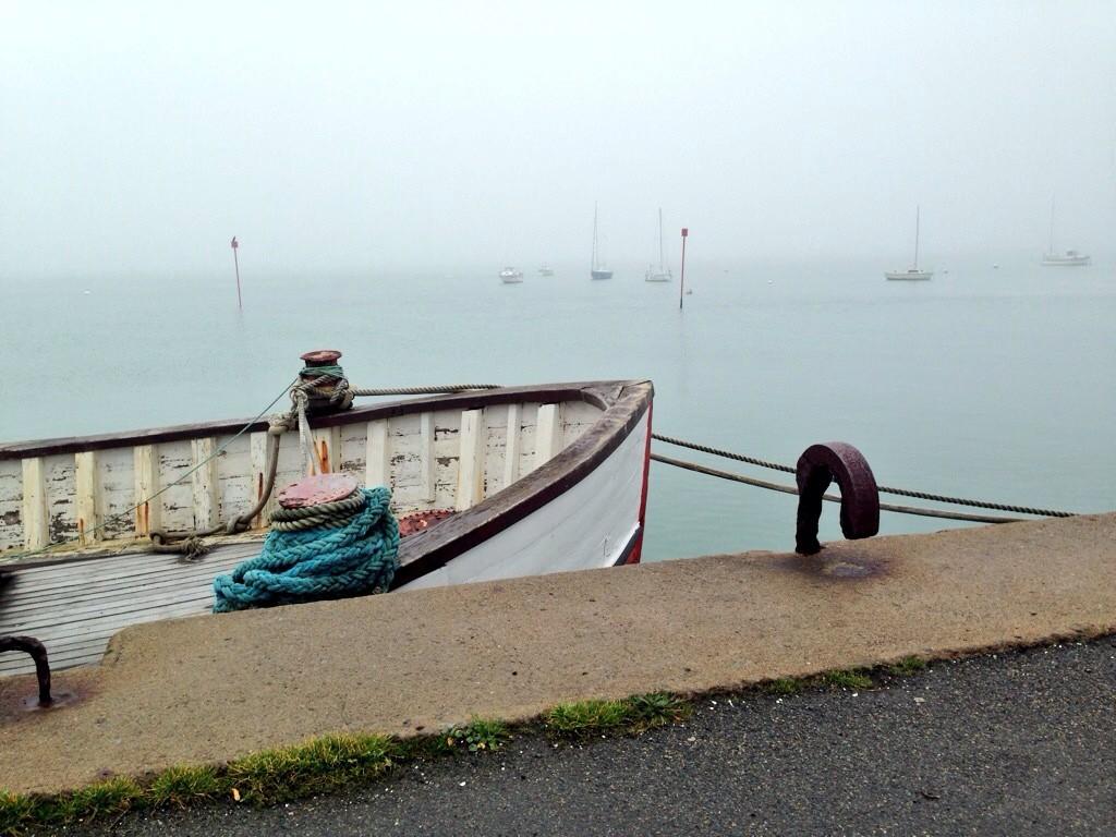 Un port breton dans la brume