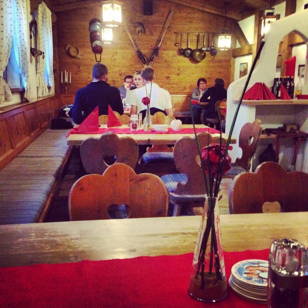 L'intérieur chaleureux des auberges du Tyrol