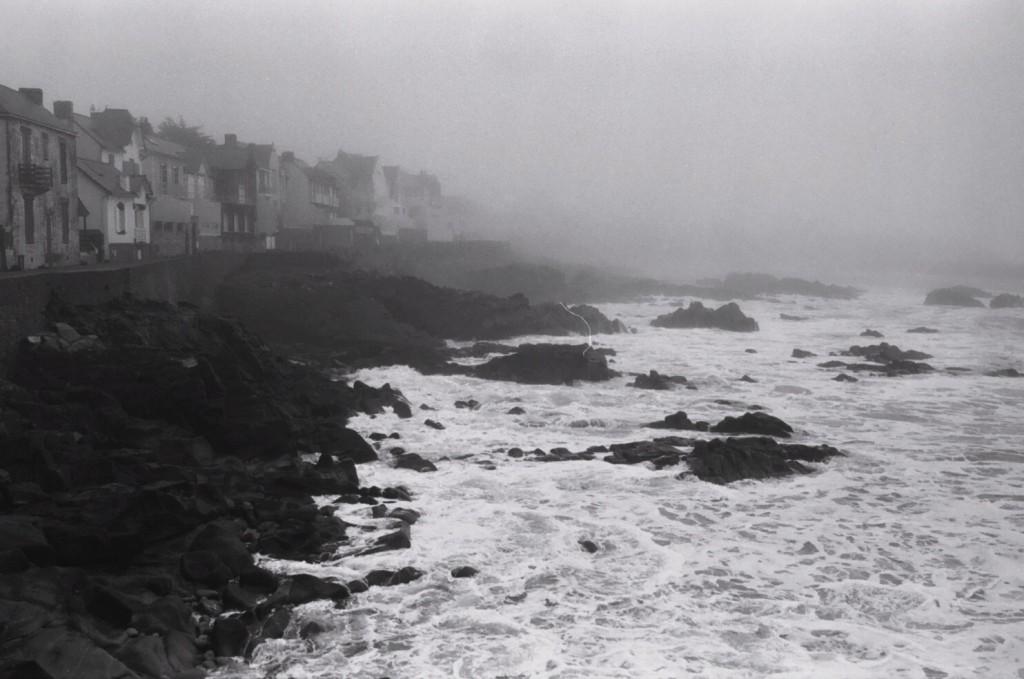 l'hiver c'est aussi la solitude face aux assaults répétés de la mer