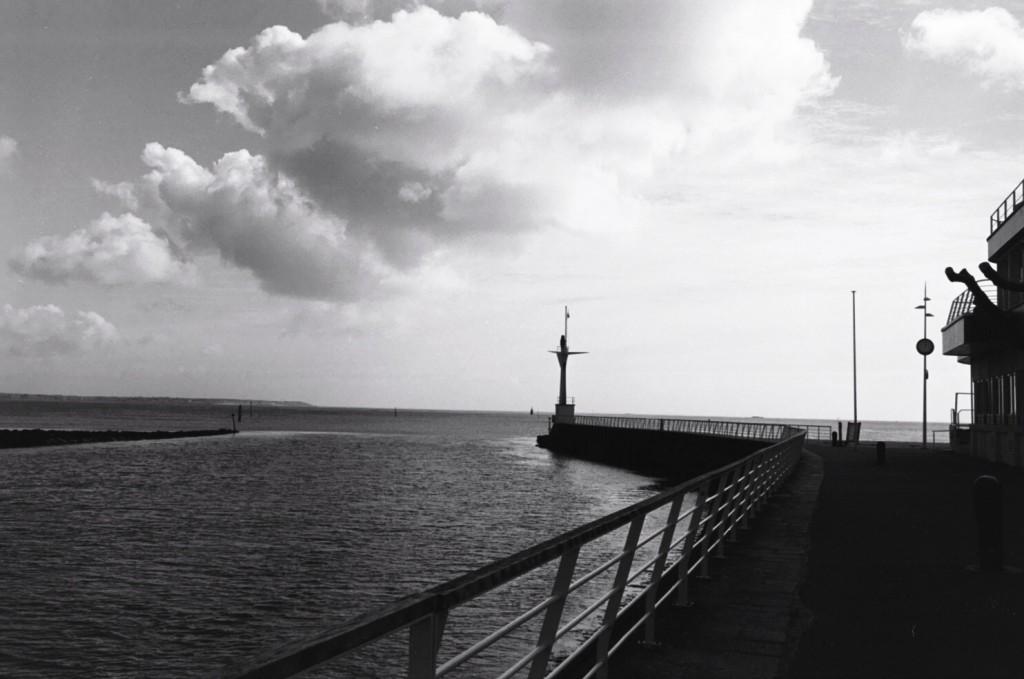 Au bout de la jetée le phare du port du Pouliguen