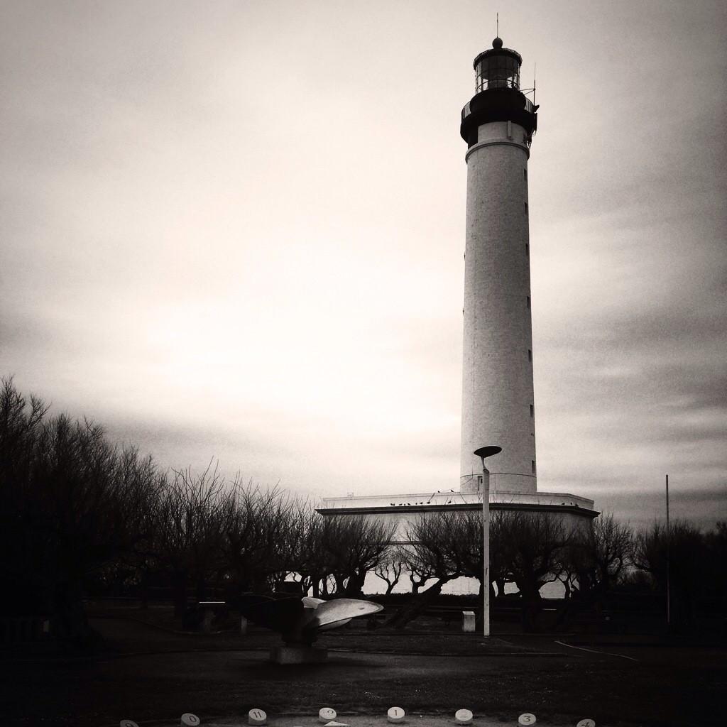 Au pied du phare de Biarritz
