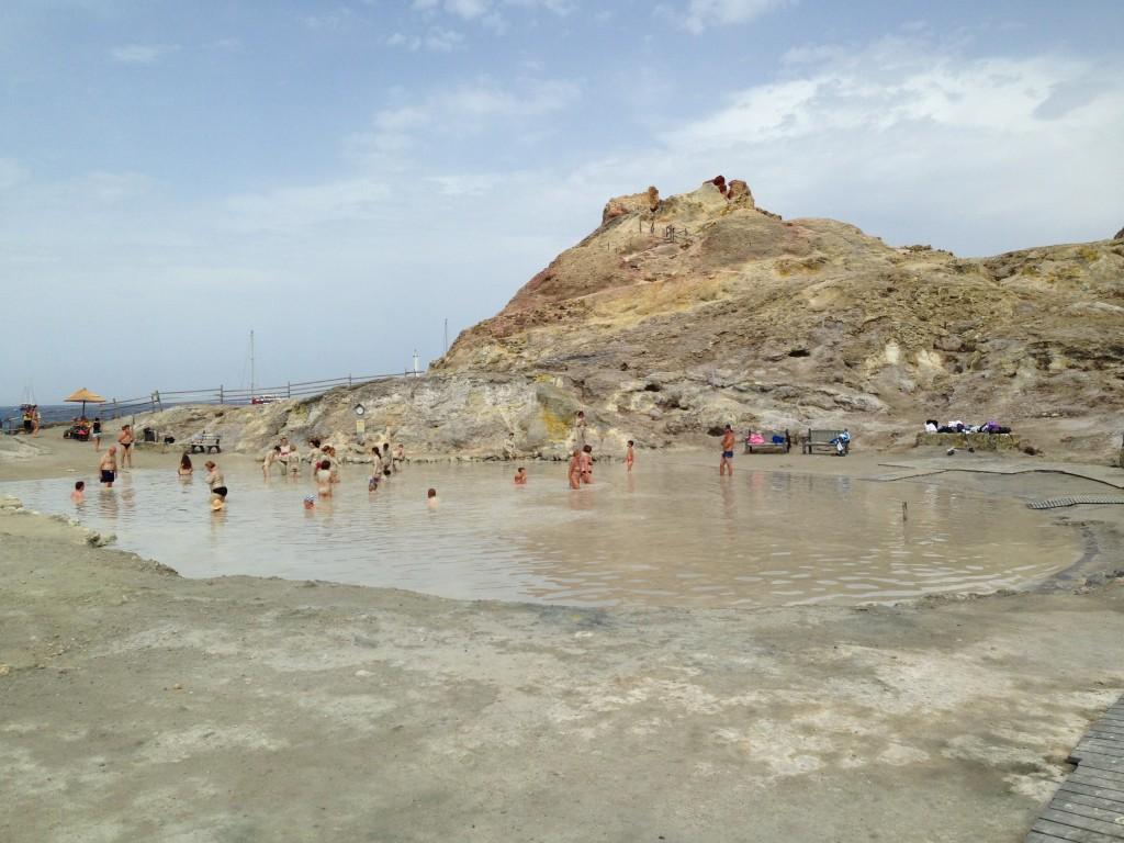 Bains de boue pour tous en Italie sur l'[ile de Vulcano