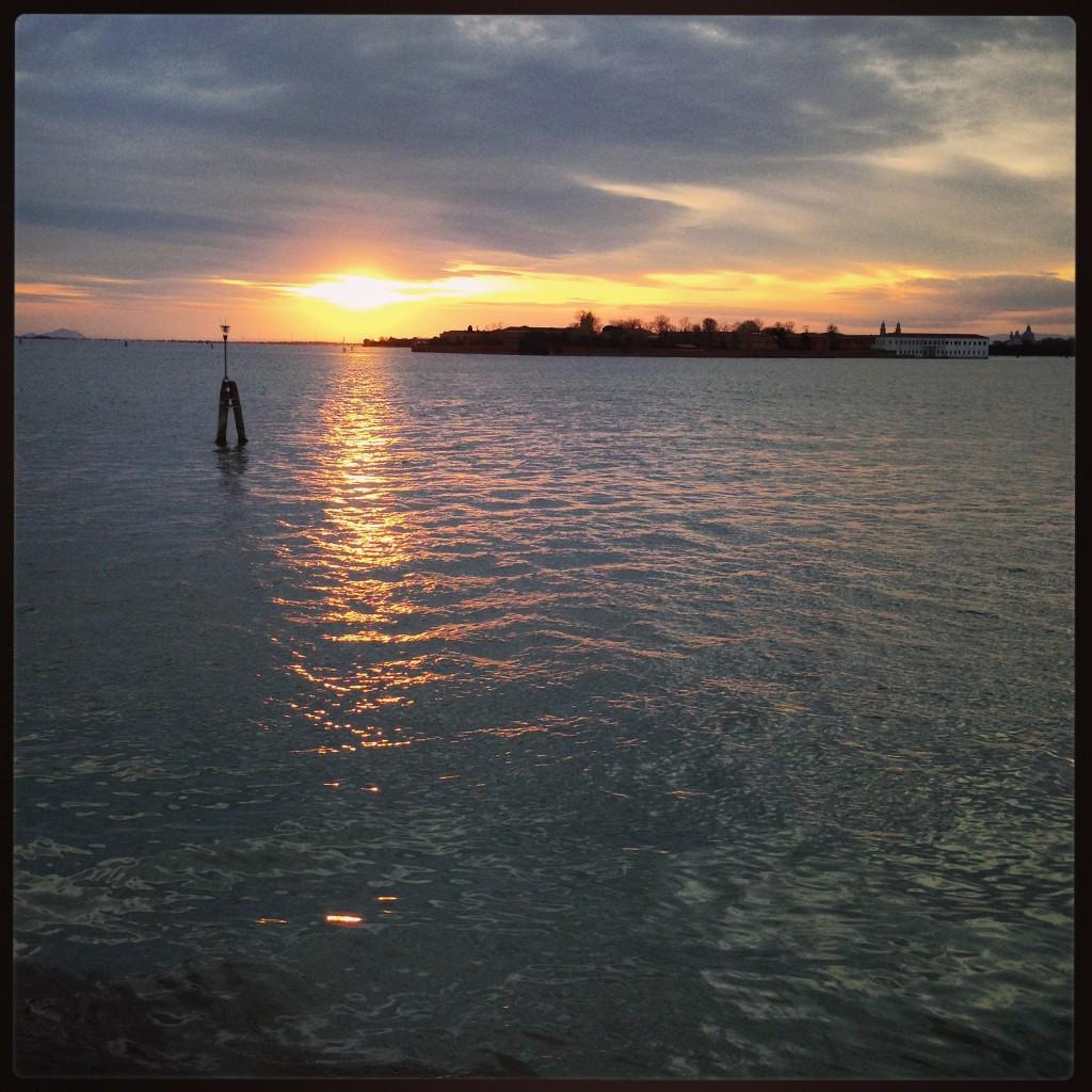 99. Coucher de soleil sur la ville flottante de Venise