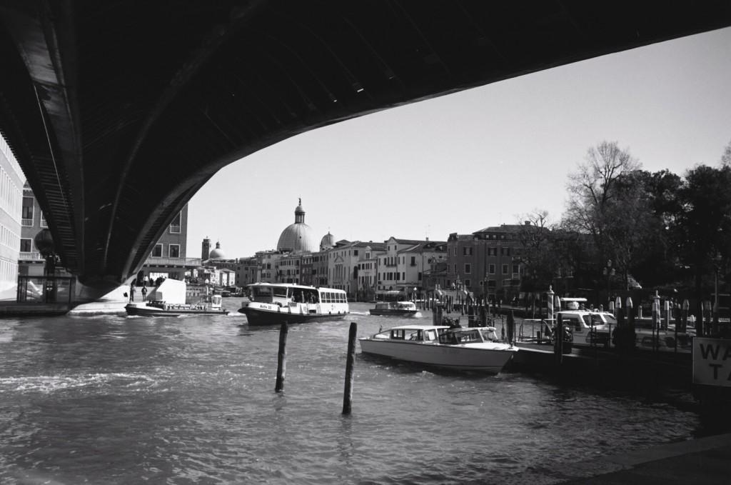 Le pont de la place de Rome