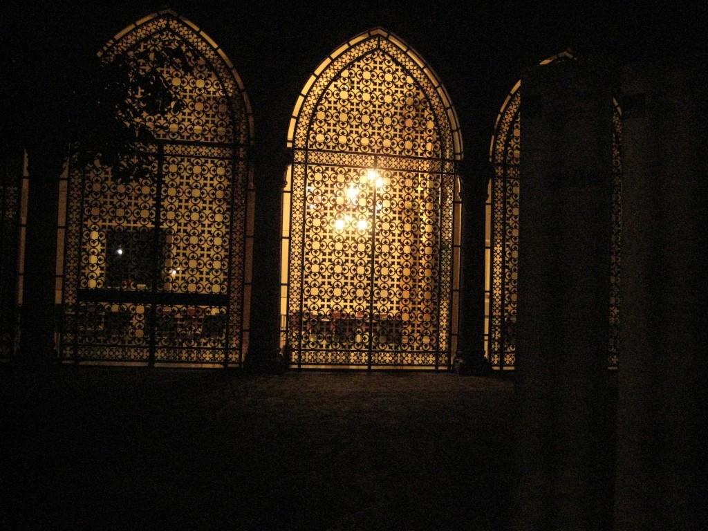 44. Un palais éclairé à Venise la nuit
