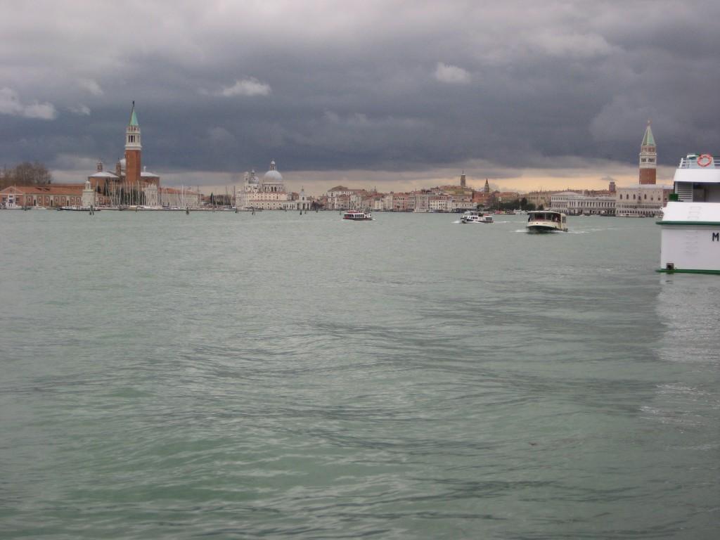 Venise sous un ciel menaçant