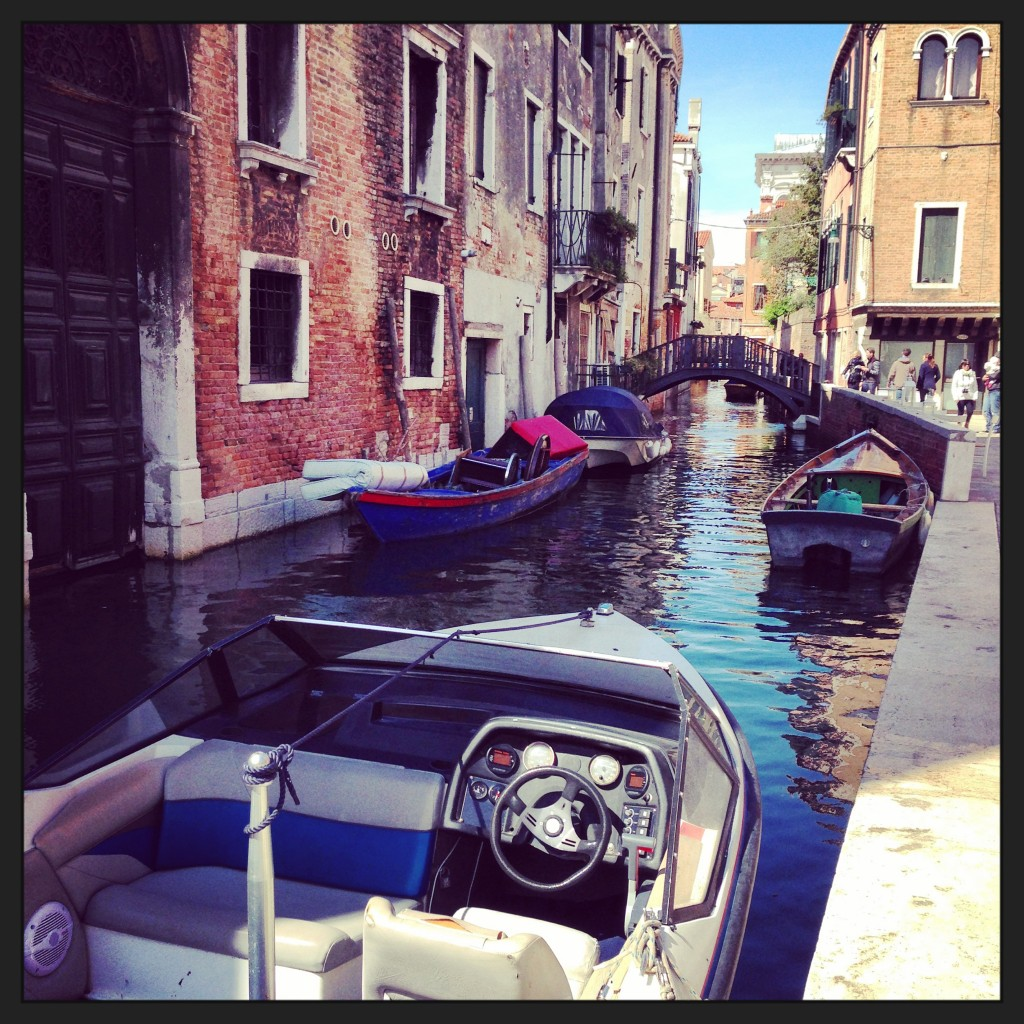 28. Venise une ville où l'on se déplace en bateau