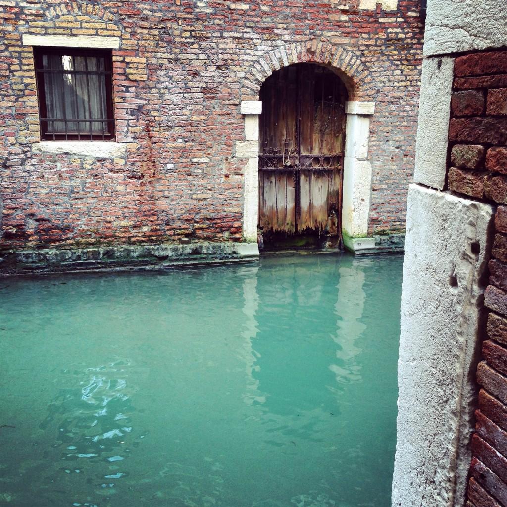 4. Une eau vert émeraude.