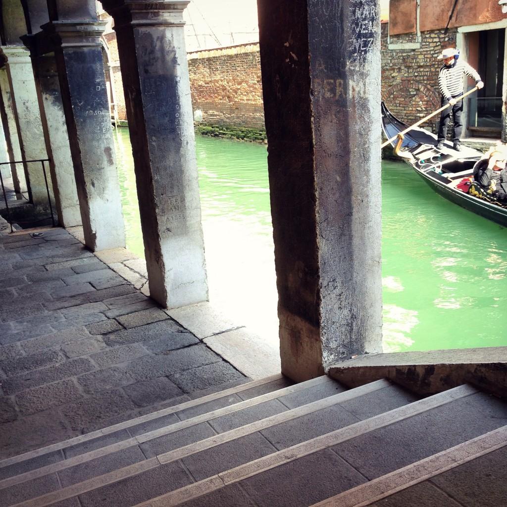 8. L'eau du canal de Venise est d'un vert éblouissant