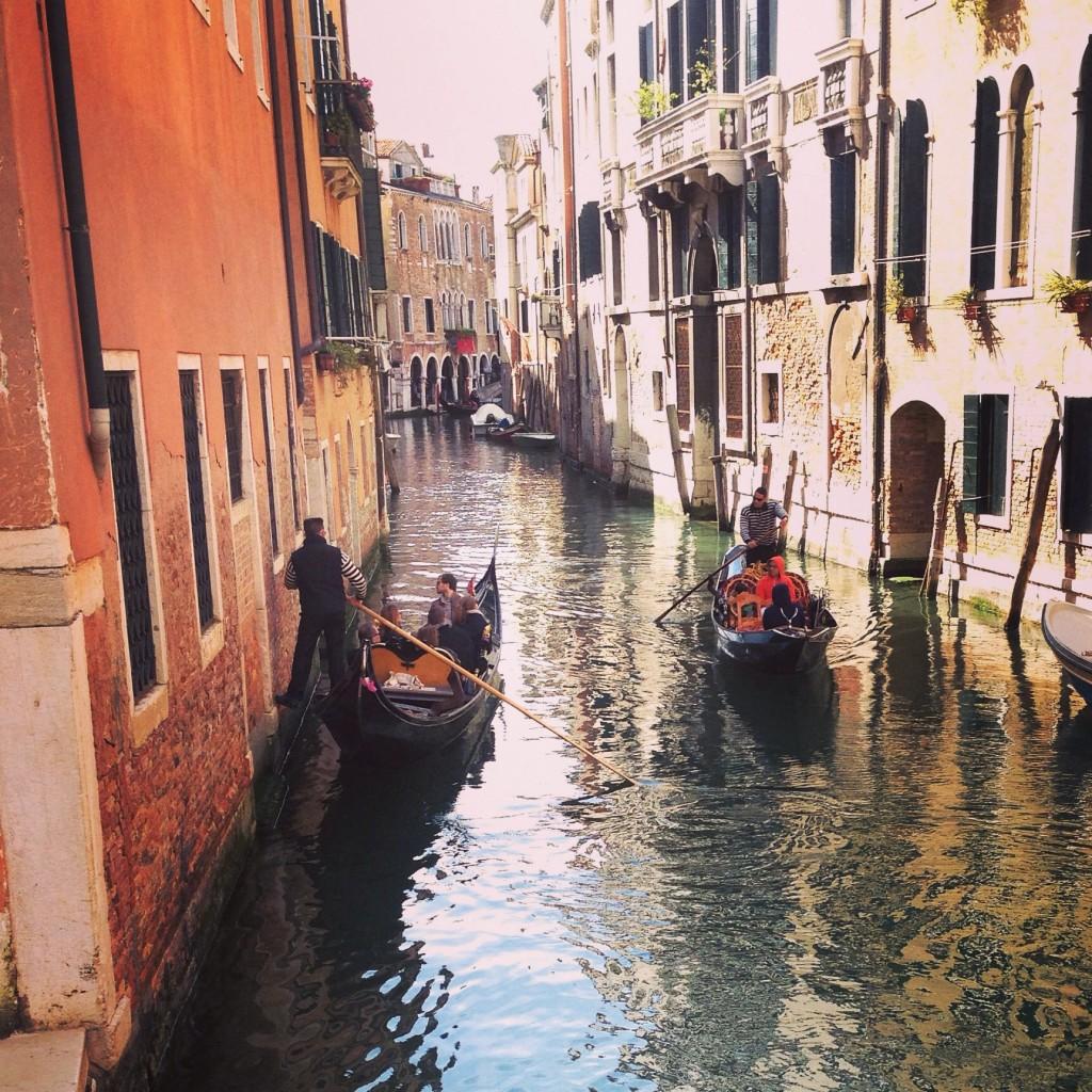 10. Un balai incessant de gondole sur les canaux de Venise