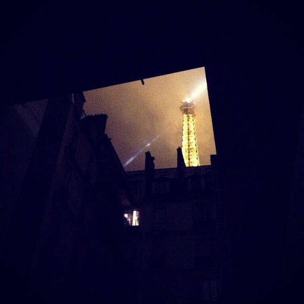 La Tour Eiffel à Paris la nuit via www.escaledenuit.com