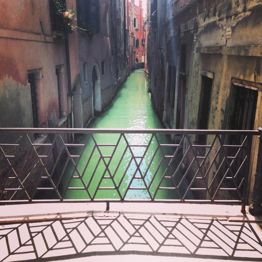 23. Un petit pont à Venise