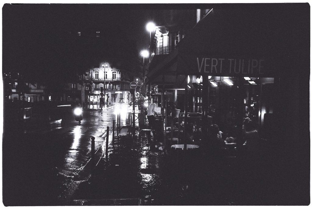 A Paris, le neuvième arrondissement la nuit