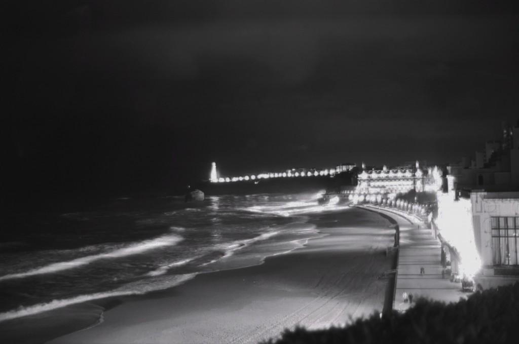 La grande plage de Biarritz en Noir et Blanc