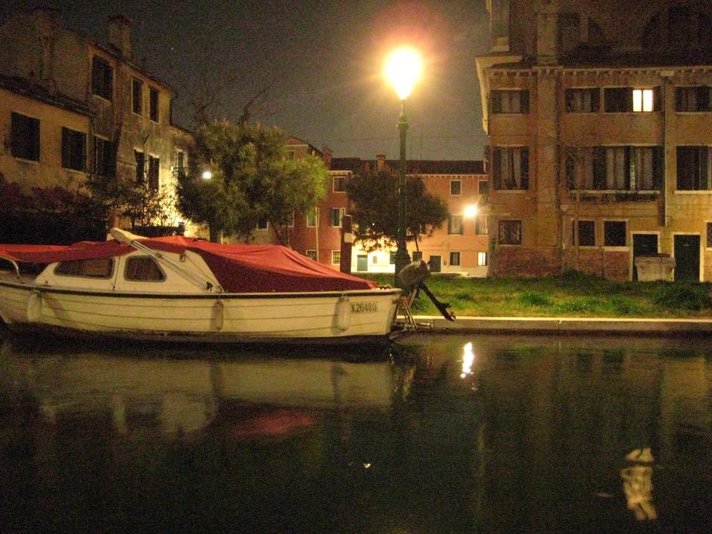 La nuit le calme revient sur Venise
