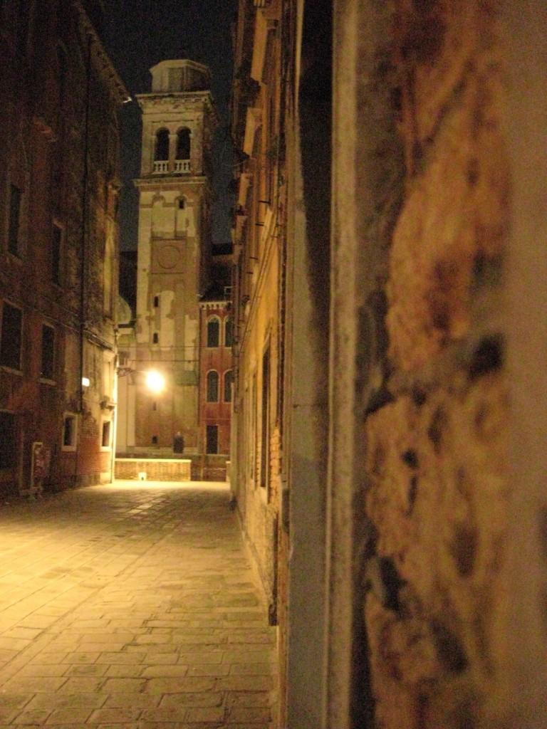 Venise une ville fantôme de nuit