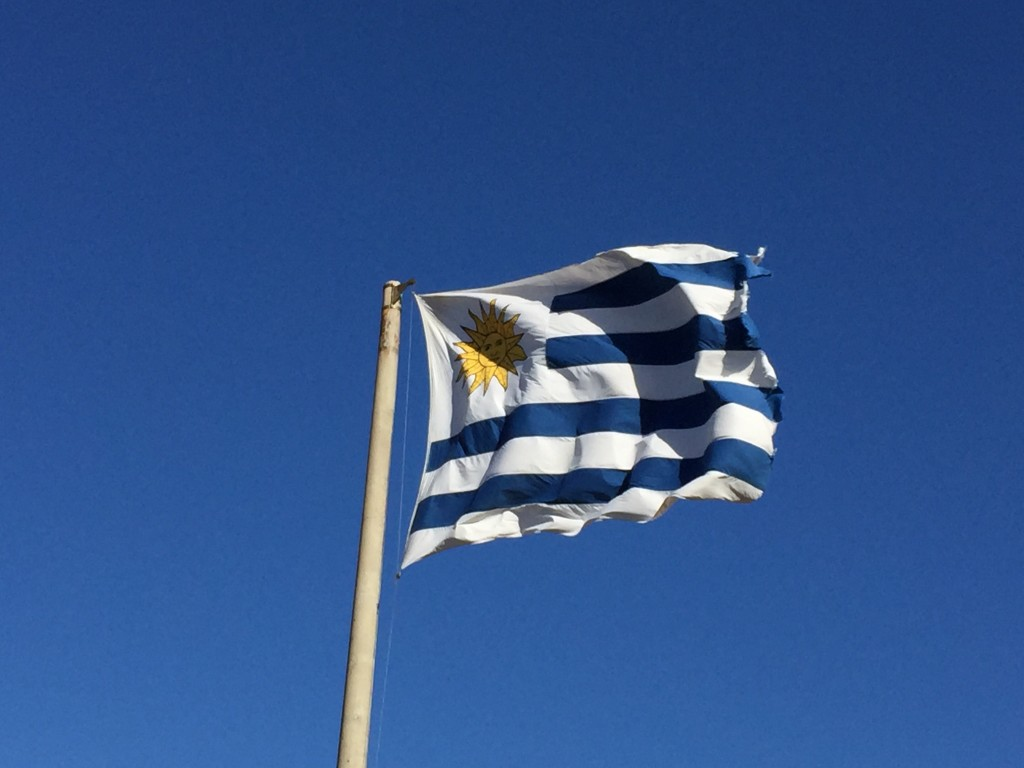 Drapeau de l'Urugay à Punta del Este, l'un des plus jolis drapeaux du monde
