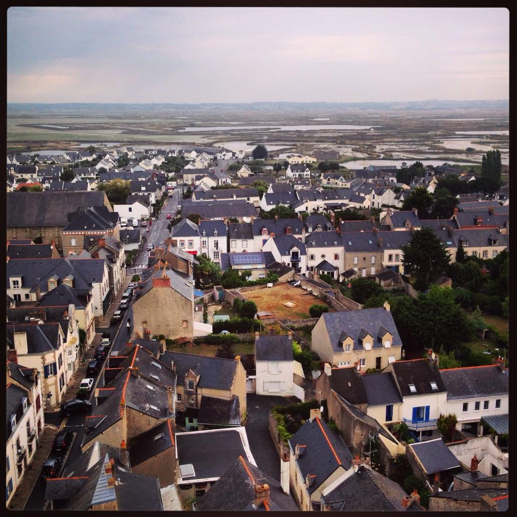 Panorama sur une petite ville bretonne, tout en ardoise obligatoire!
