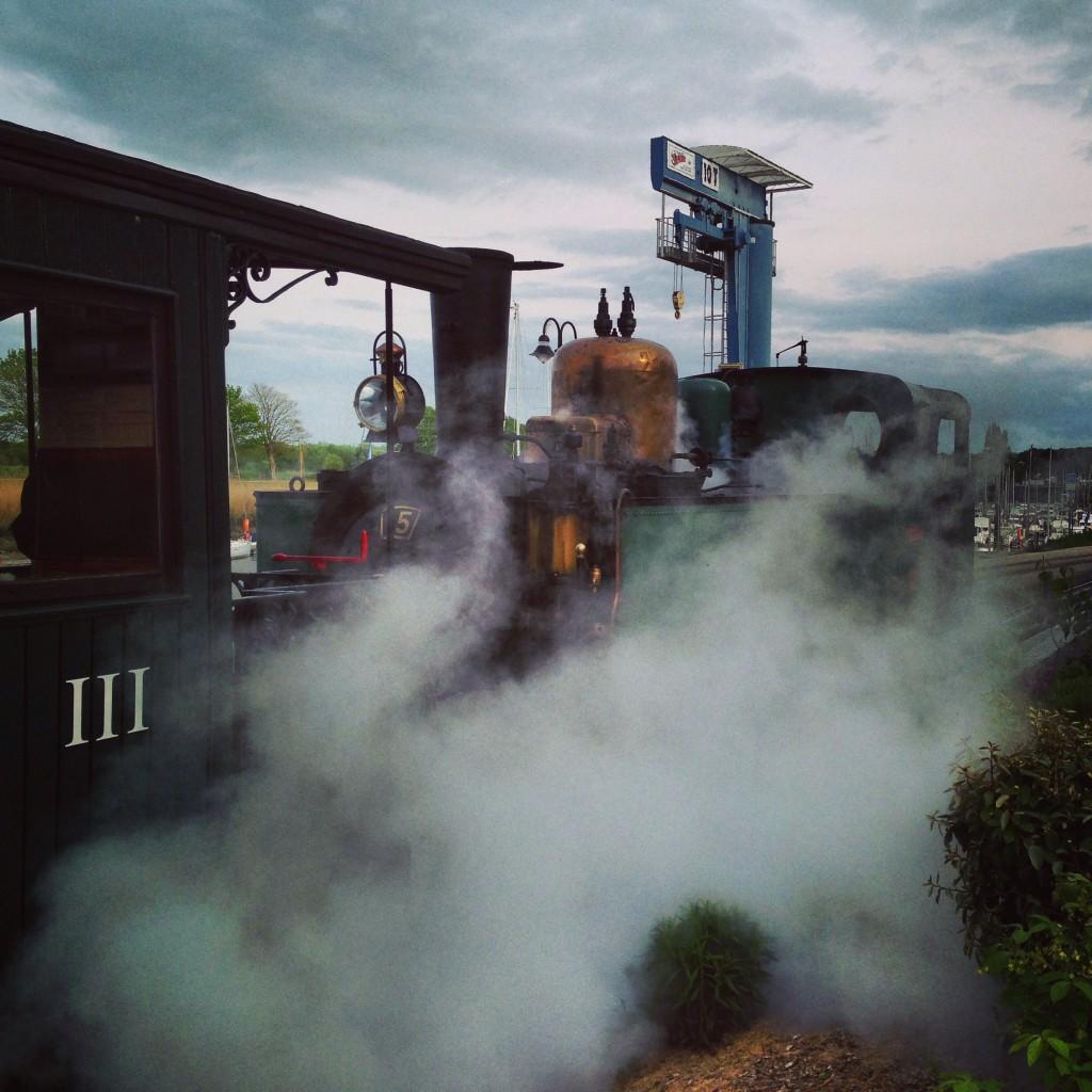 Un petit train sillonne la baie de Somme entre Saint-Valéry et le Crotoy
